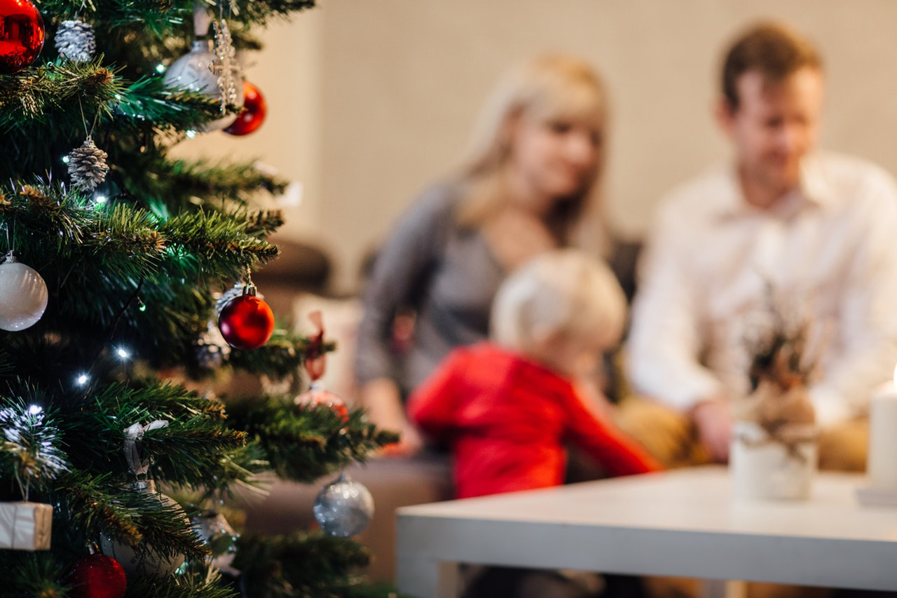 Four Simple Ways to Let Go of Social Media This Holiday Season