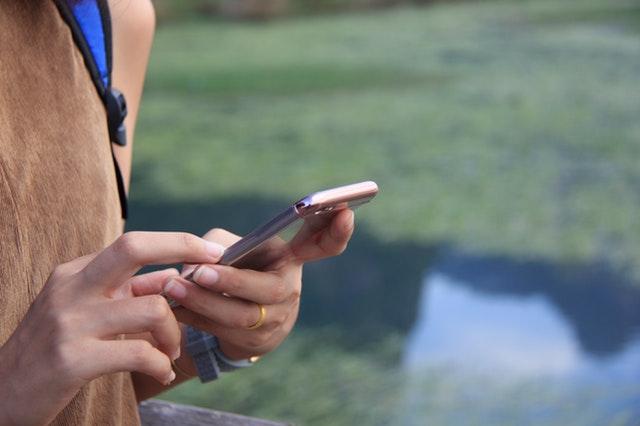 8 maneras de ayudar a tus hijos a sacarlos de sus teléfonos